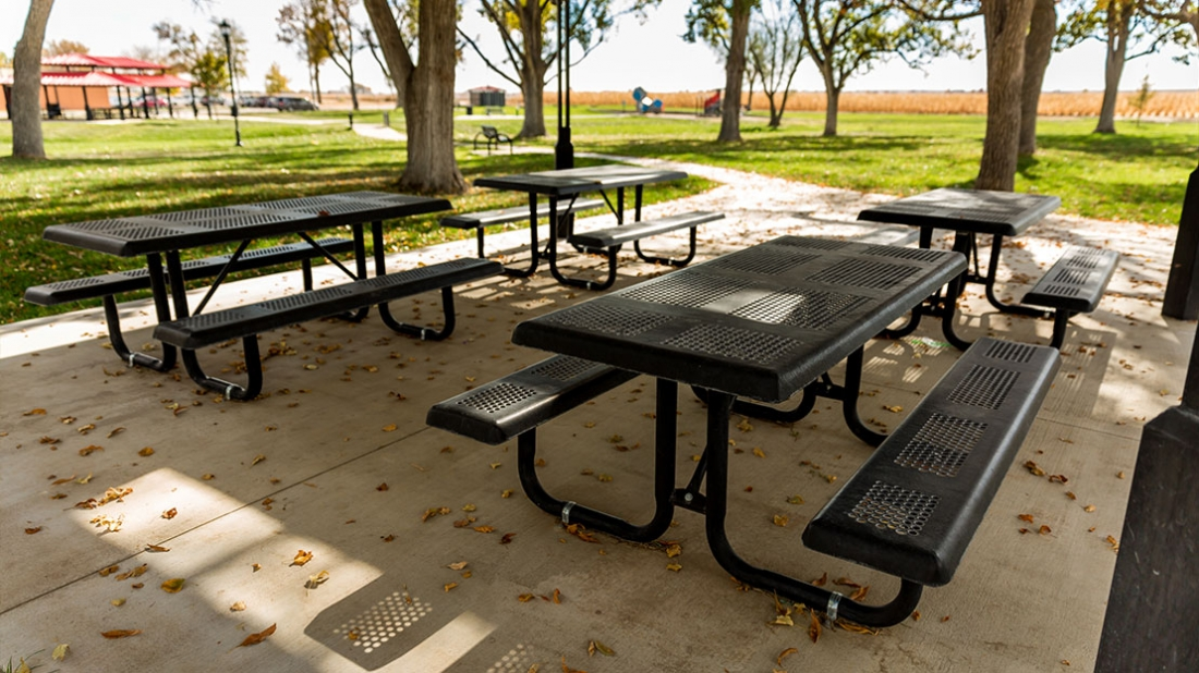 picnic table in lola park